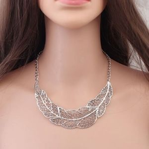 Jewelry - BOHO Antiqued Silver Leaf Necklace